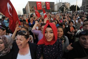 Women demonstrate in Gezi Park, June 16, 2013. Many wore headscarves despite lies spread by pro-AKP media that they would be attacked by secular protestors. Mstyslav Chernov, https://commons.wikimedia.org/