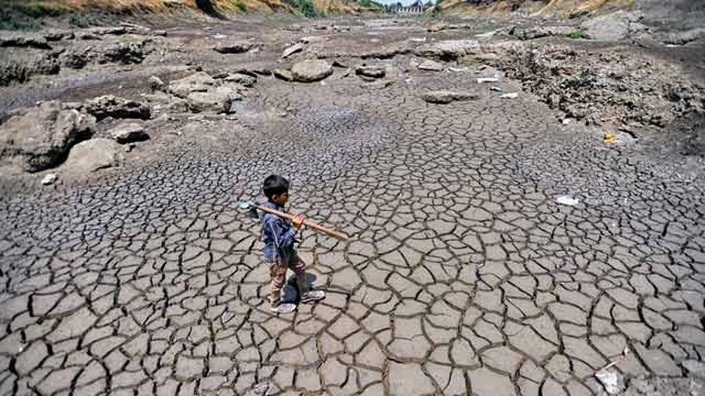 Child walking in dried up lake bed in Marathwada region of Maharashtra state, India. Photo: India Mission