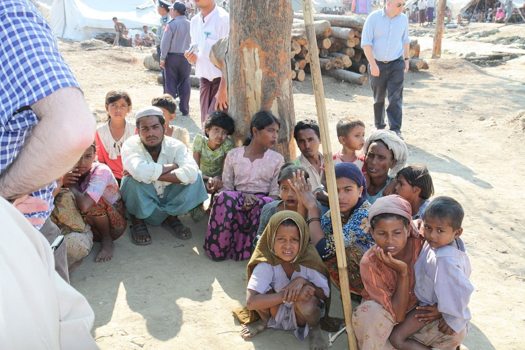 Some of the more than 100,000 Rohingyas in Burma living in camps for internally displaced persons. Photo: https://en.wikipedia.org/wiki/Myanmar#/media/File:Displaced_Rohingya_people_in_Rakhine_State_(8280610831).jpg